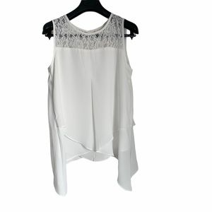 Sleeveless lace detailing layered blouse top